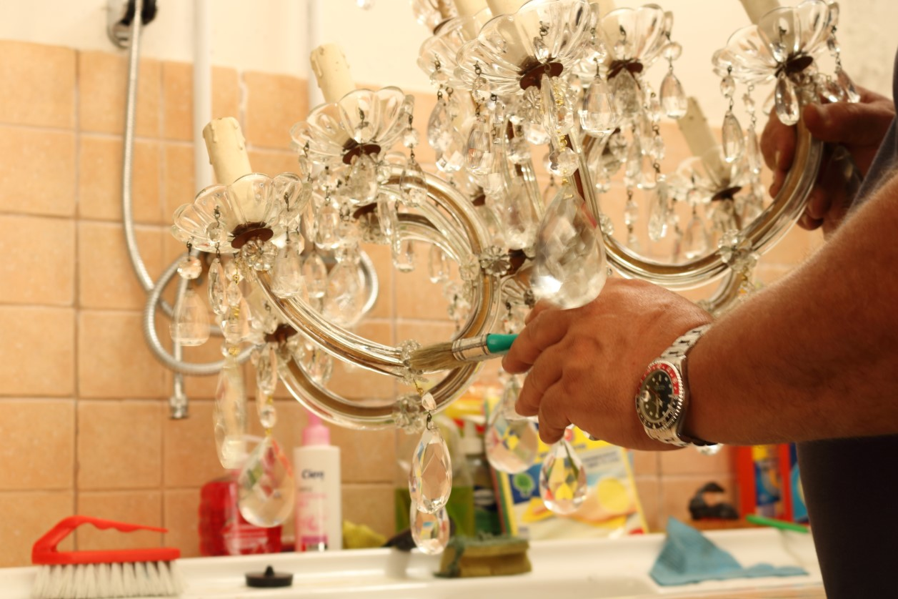 Pulizia Lampadari Di Cristallo.Pulizia E Manutenzione Bruno Bernardi